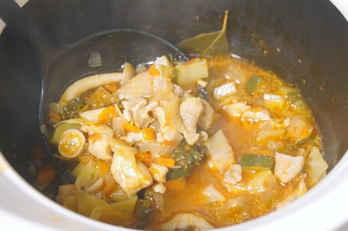 蓄熱機能が優れている土鍋。光熱費の節約にも。おいしいスープが時短でできるよ。
