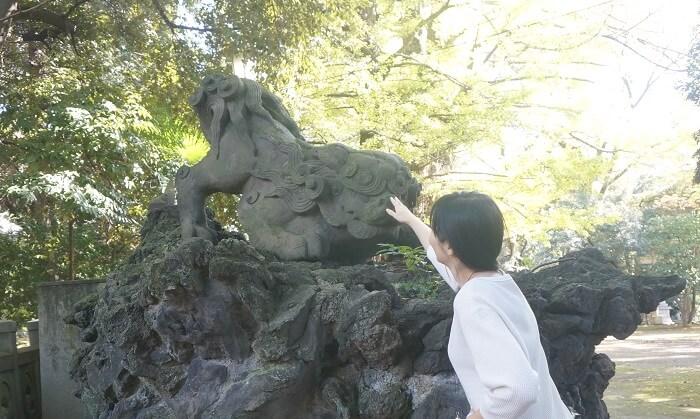 赤坂の氷川神社にいる狛犬さま。とっても素敵なパワースポットです。