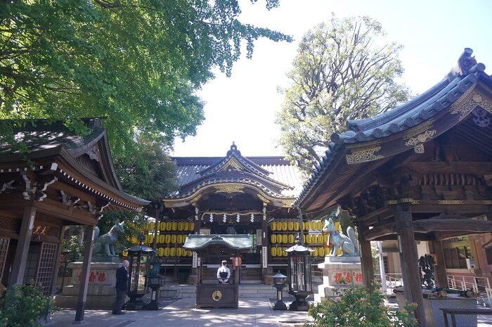 縁切りで有名な東京の豊川稲荷。