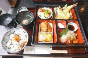 <球磨川>の松花堂弁当1500円。ランチのイチオシメニューです。