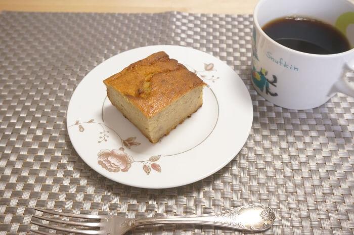 バナナケーキとコーヒーでおやつタイム。