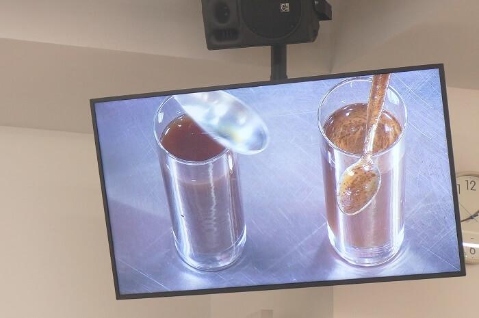ブレンディを他社の粉コーヒーと比較実験。溶けやすい秘密もAGFの担当者が解説してくれた。