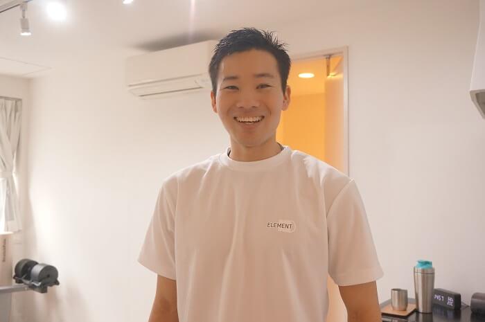 <ELEMENT(エレメント)>インストラクターの井上 弘保(いのうえひろやす)先生。イケメンで、親しみやすい人柄です。