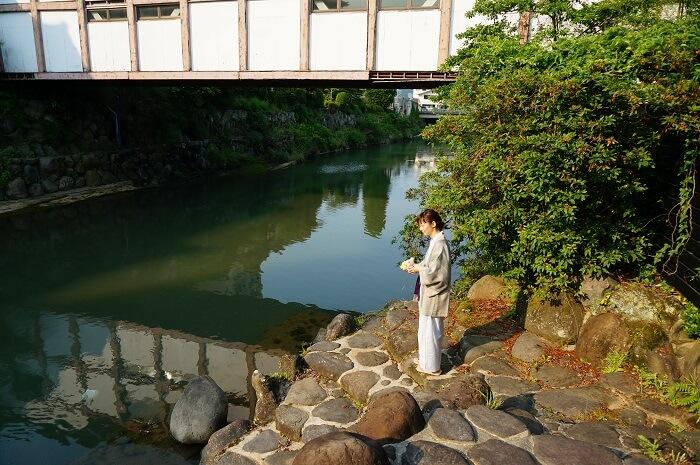 嬉野温泉を流れる塩田川のほとりの景色。