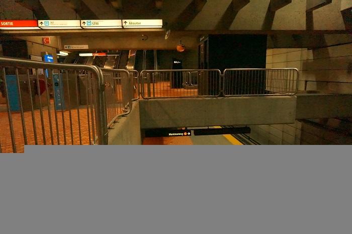 モントリオールの地下鉄も街中も、基本はフランス語。