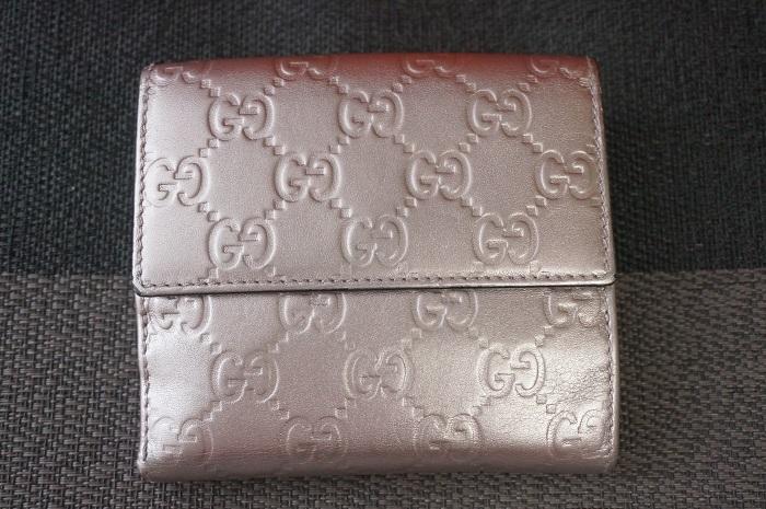 塗り直した後のグッチの財布(表面)