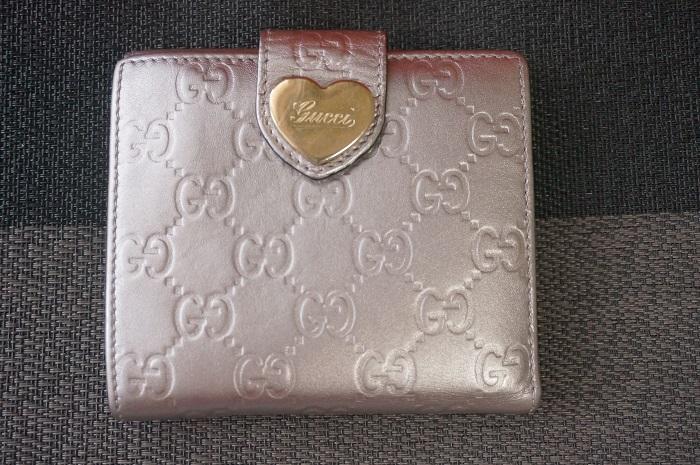 塗り直した後のグッチの財布(裏面)
