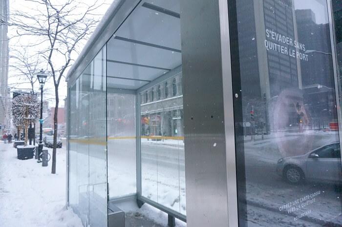 モントリオールのバス停は寒さ対策万全!