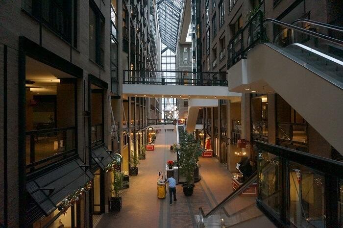 <Ville souterraine de Montréal> の内観。