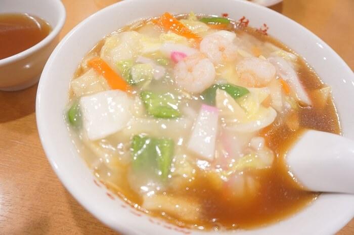 玉泉亭の広東麺850円。