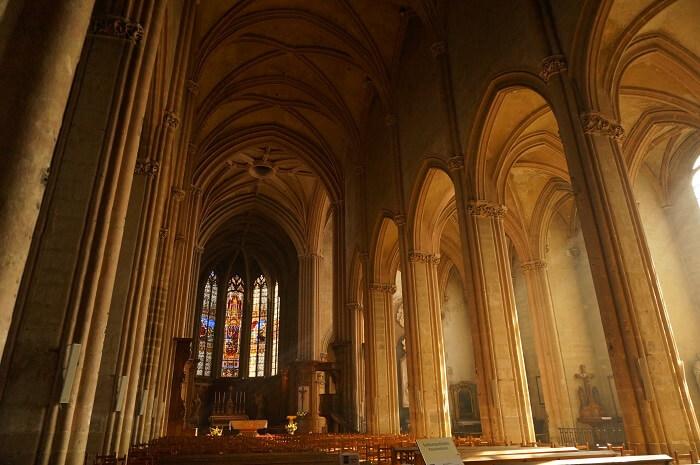 静かなディジョンのノートルダム教会。