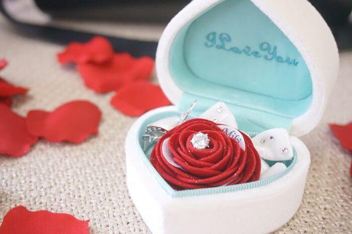 憧れの箱パカプロポーズに!指輪以外のとっておきな贈りものとは?|メリアルームのお花のギフトを女性目線でレビュー