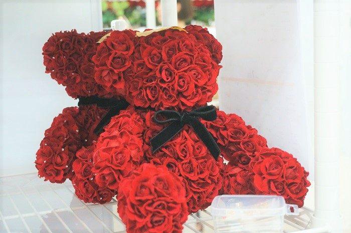 メリアルームの商品で、私のイチオシは、この300輪のバラをつかったかわいいテディベア!|誕生日やプロポーズに!思い出に残るプレゼントの選び方