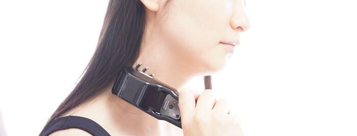 デコルテや首肩まわりの血流も低周波の電気でよくしていく。