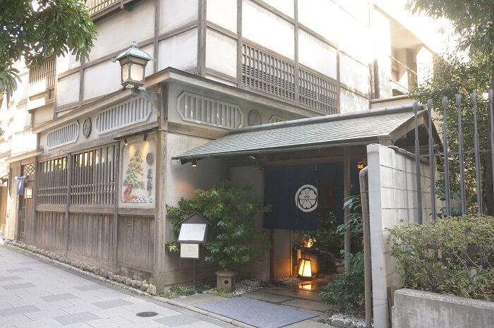 国会議事堂駅から徒歩1分。永田町にある黒澤監督ゆかりのお蕎麦屋さんにでかけてきました。