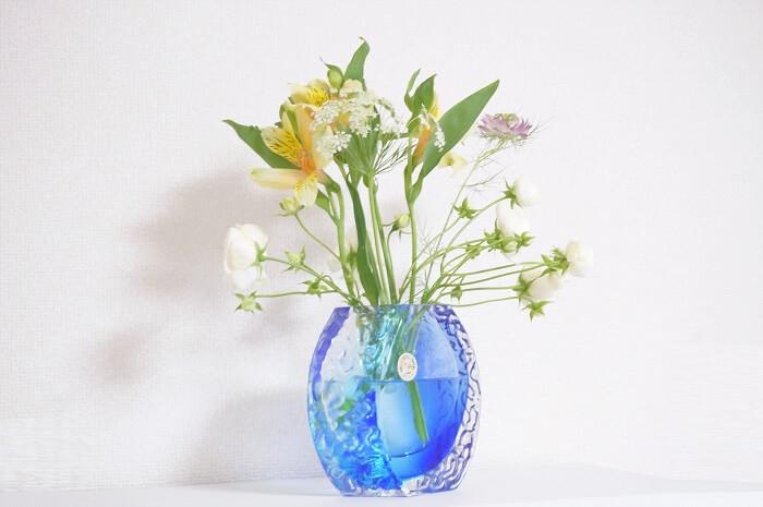 花瓶にさすだけ。簡単に可憐なミニブーケを家で楽しめる。