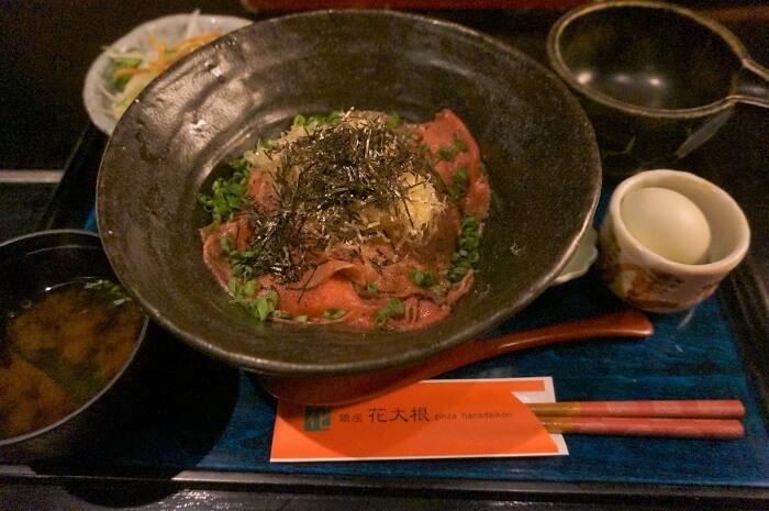 宮崎牛と青い卵の定食。