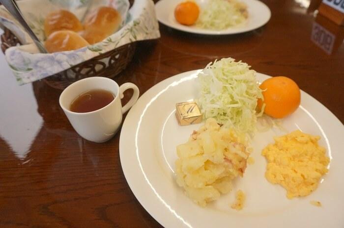 朝食も簡易的なモノ。トラベックスツアーズで参加する前に知っておきたかった事やリアルな体験に基づく評判をご紹介しています。