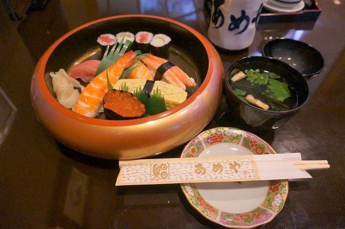 ひとりディナーにもおすすめ。|三嶋大社のすぐ隣!老舗<あめや鮨>は味もコスパも◎