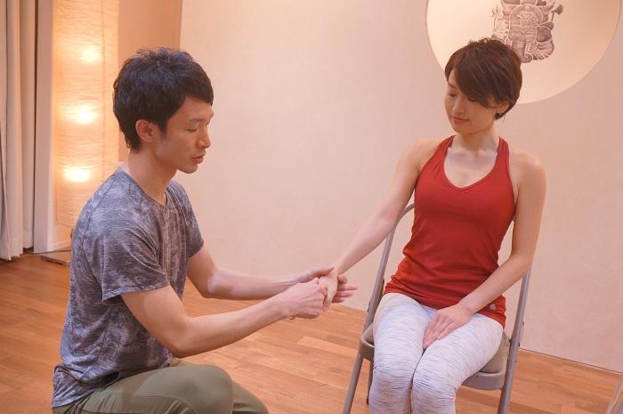 手首まわりの施術方法を教えてくれたのは大江先生。