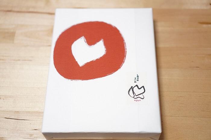 LOVEきつねは箱入り。包装紙もかわいい。