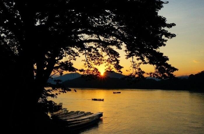 こんな景色に出合える!ルアンパバーンの夕日が見えるおすすめカフェをご紹介しています。