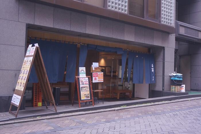 行列ができるランチのお店!赤坂阿吽本店の外観。