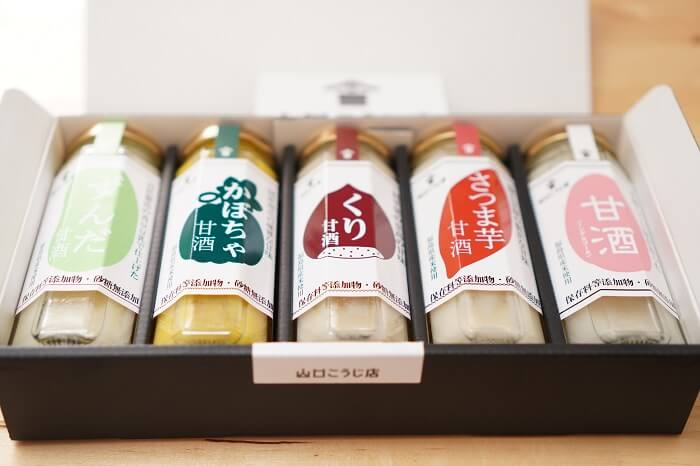 箱入りのプレミアム甘酒5種詰め合わせ。