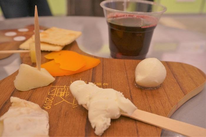 表参道ヒルズの北海道地チーズ博2019でチーズ食べ比べ!ワインも美味しい。
