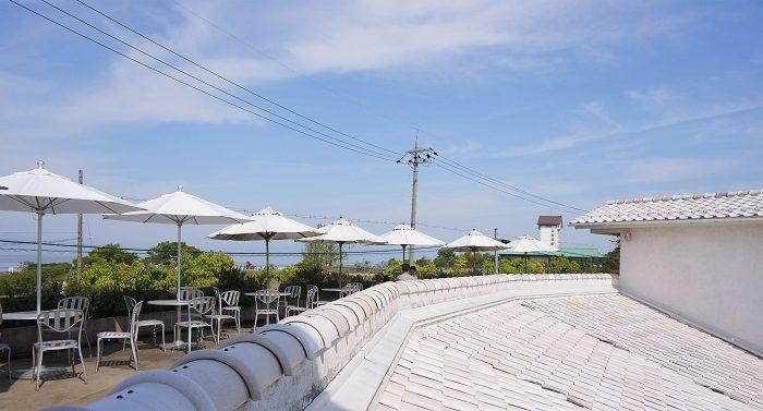 まるでヨーロッパのような白い建物。|彦根:クラブハリエのパン専門店<ジュブリルタン>琵琶湖畔で朝食