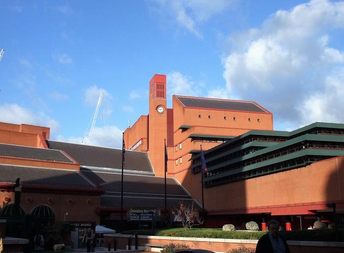 シェイクスピアの初版本とかルイス・キャロルの『不思議の国のアリス』の原本などもここに展示されている大英図書館。