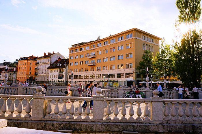 リュブリャナの旧市街の中心はこの三本橋!|リュブリャナ城も徒歩圏内!観光に便利なおすすめホテル