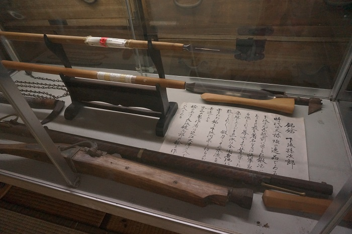 <榛の木林資料館>にある渡辺泉氏の家の貴重な武器の展示