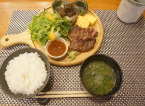 ランチは1000円前後。コスパのいいお店です|【日本橋の和食ランチ】おしゃれな牛肉炙りプレート@炭の上日本橋