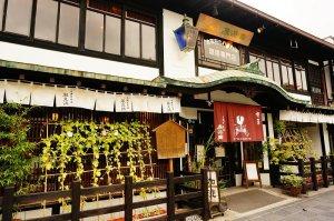 太宰府の入口にあるレトロな喫茶店<風見鶏>の外観。