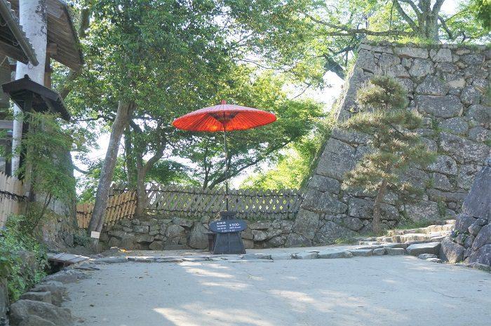 赤い傘が目印!