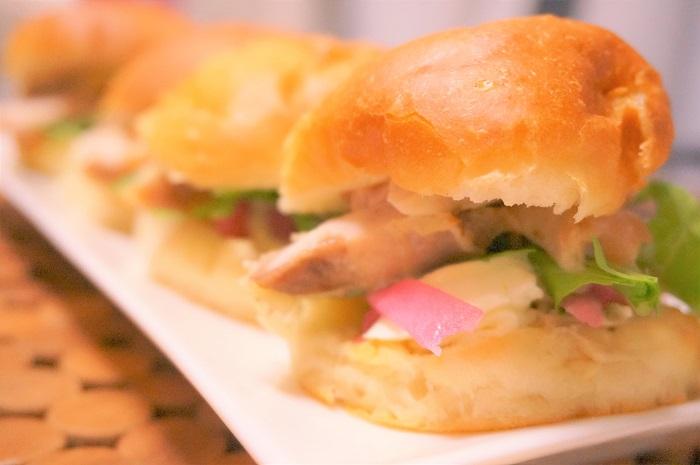 ハンバーガーのバンズにも!HB×白神こだま酵母ドライで作るフワフワの丸パンレシピ