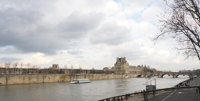 オルセー美術館はセーヌ川のすぐそば!