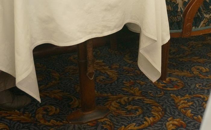 テーブルなどの細工にも注目。
