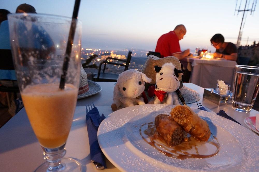 アテネの絶景スポット「リカヴィトスの丘」のうえでお食事♪