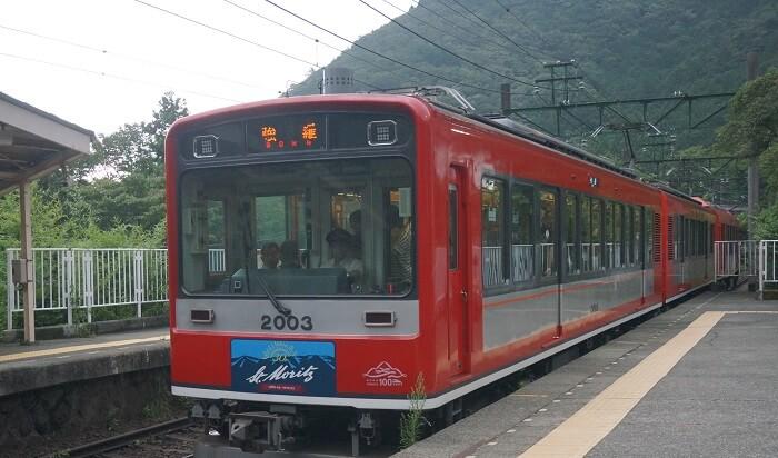 強羅へ向かう箱根登山鉄道。