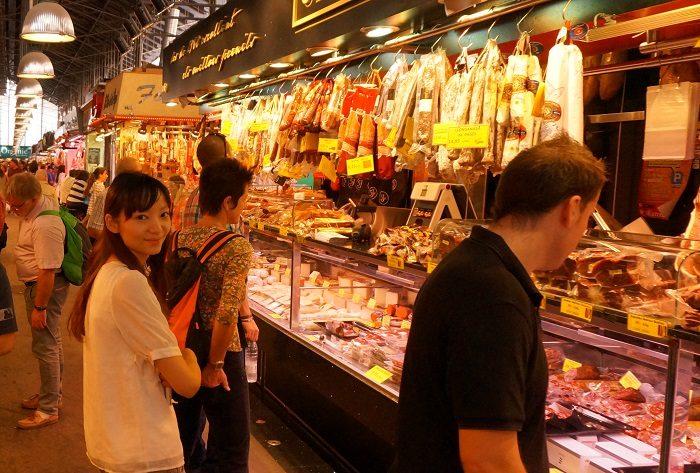 スペインのバルセロナ中心にあるボケリア市場に出かけてきました。私の大好きな場所です。イチオシグルメをご紹介しています。