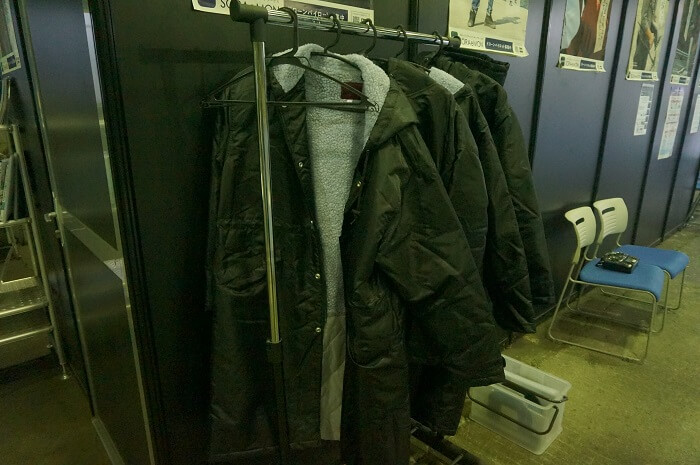 DSJ東京中目黒校・船堀飛行場では、ベンチコートの貸し出しも。寒さ対策ばっちりですか?