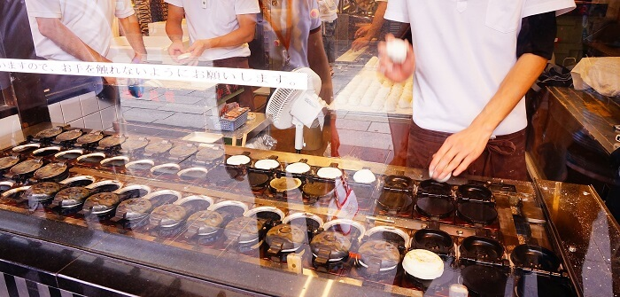 太宰府の参道には梅が枝餅のお店がいっぱい!