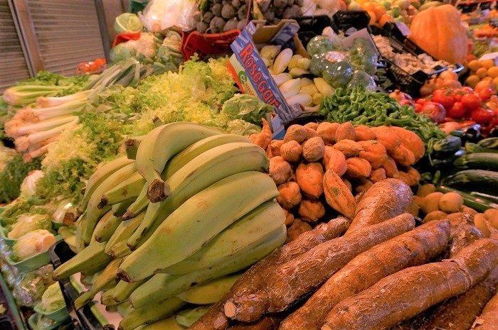 旬のフルーツがおいしいスペインの市場でお買い物。スリや盗難多発エリアなので注意を。|ボケリア市場食べ歩き!おすすめの時間帯は…?
