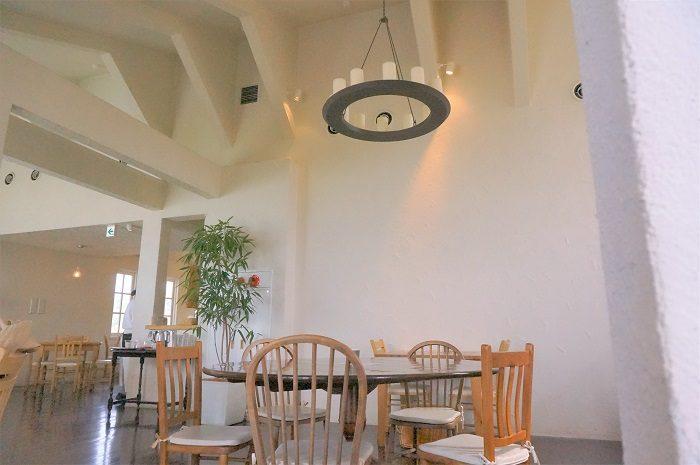 店内。入店した順に奥から通されます。|彦根:クラブハリエのパン専門店<ジュブリルタン>琵琶湖畔で朝食