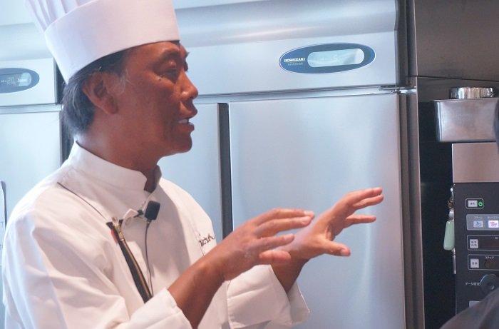 実直に料理を語る茂手木シェフ(たいめいけん3代目)