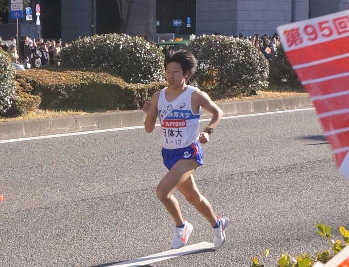 【箱根駅伝2019】復路10区を駆け抜ける選手たちを沿道で応援