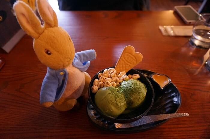 出雲大社の近くのカフェで。抹茶パフェのウエハースがハート型でとってもかわいかった。