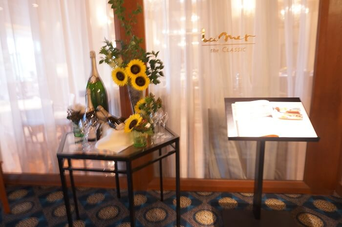 「志摩観光ホテル」にあるレストラン「ラ・メール ザ クラシック」の入口。